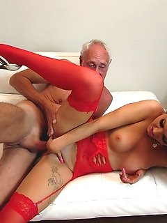 Jodie Lee tries old cock for the first time