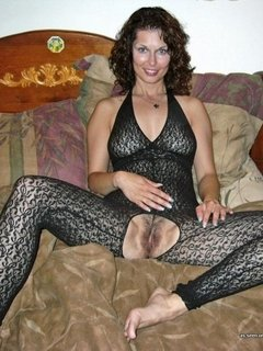 MILF shows her thick bush