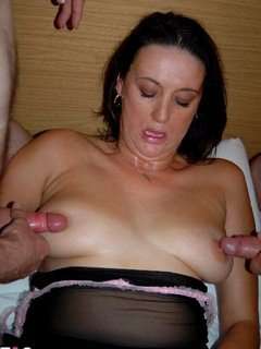 Juicy arranged for 4 guys to come along and give her a good seeing to.....the night was hot and about to get even hotter
